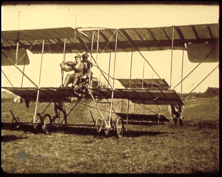 1912 Sergei Utotškin teeb esimese mootorlennu Eestis